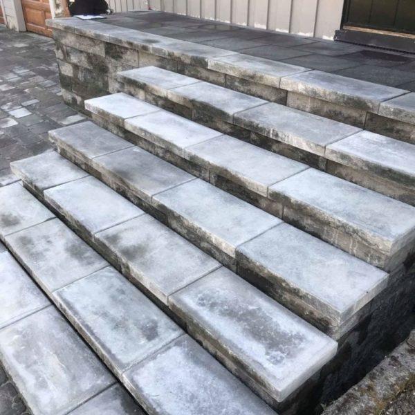 Splittblokk trapp med toppstein-min